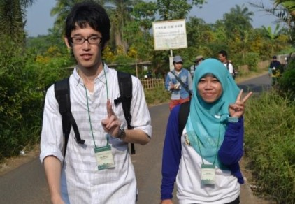 Taking a nice photo with Yuya on the way to Saung Sawah