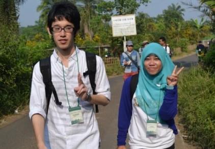 Taking a nice photo with Yuya on the way to Saung Sawah